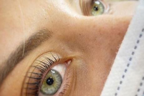 Sesión de lifting y tinte de pestañas con opción a diseño y depilación de cejas en Estética Sorme
