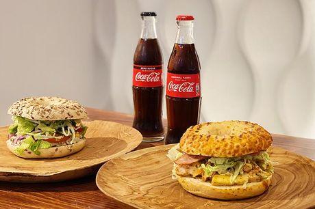 2 stk. valgfri bagels eller om du vil spise den i deres hyggelige café. Hos iBagel mener de ikke, at bagel-sandwich bare er fastfood, som skal spises og overstås. En bagel er en form for kunstværk, fordi de kan laves på mange forskellige måder.