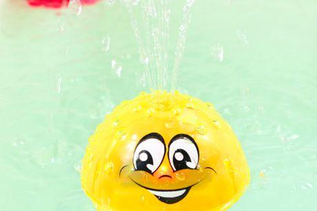 Splash Ball med lys    - Sprøjter automatisk vand - Lyseffekter - Vandtæt - Anvender 3 x AAA batterier (ikke inkl.) - Kommer i farven gul!    Sæt blot Splash Ball i vandet og den begynder selv at sprøjte vand og lyse Badetid skal være sjovt og her vil S