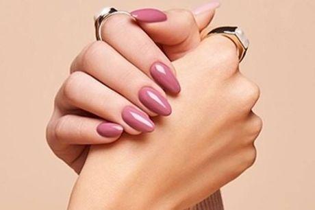 Beauté des mains spa option pieds, avec pose de semi permanent pour 1 ou 2 personnes au salon 5 Bien-Être Paris 5ème