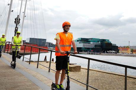 Oplev KBH på el-løbehjul. Oplev København på en helt ny måde og kom med på en 2-timers guidet tur rundt i København på el-løbehjul. Kan købes enkeltvis eller til grupper på minimum 5 og max 12 personer