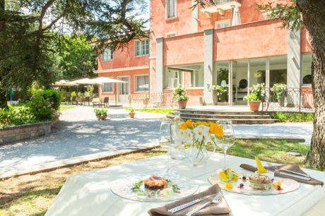 Smukt villahotel med wellness og autentisk mad, omgivet af skøn natur. 5 dage inkl. - 4 overnatninger m. morgenmad - 4 x aftenbuffet - Inkl. smagsprøve på lokale produkter - 1 x velkomstdrink - Gratis parkering