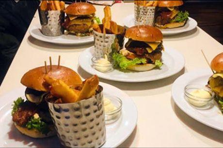 Glæd dig til en rigtig Greasy Spoon burger - Vælg mellem Classic, Big Cheese eller Mexi Chicken burger med pommes frites og valgfri dip for 1 person. Værdi kr. 134,-