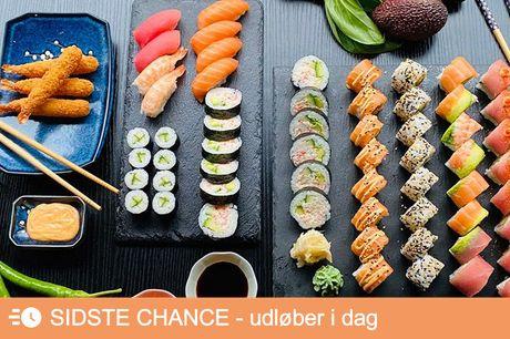 Smag 48 eller 64 stykker Menuen afhentes i restauranten på Frederiksberg og kan nydes hjemme i hyggelige omgivelser og godt selskab. Det perfekte sushimåltid til sushi-elskeren, og dig der trænger til lidt ekstra selvforkælelse og god mad.
