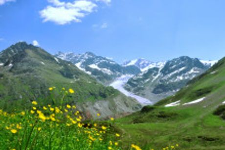 Wandern in den Kitzbüheler Alpen. Von Oktober bis Dezember2021 buchbar! Das3-Sterne COOEE alpin Hotel Kitzbüheler Alpen bietet dir den perfekten Ausgangspunkt um die fantastische Alpwelt zu erleben.Die Kitzbüheler Alpen gehören zum Schönsten, was die ö