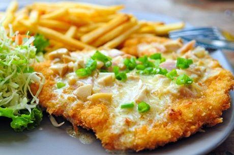 Schnitzel mit Champignonrahm und Pommes frites für 2 oder 4 Personen im Restaurant Hüttendomizil (bis zu 41% sparen*)