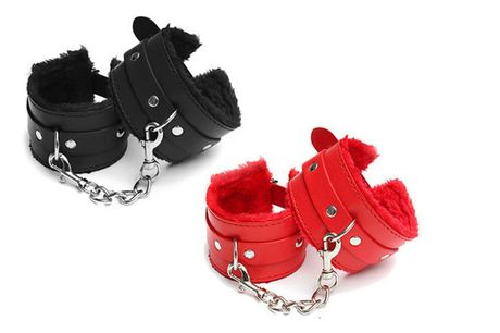 £6.99 instead of £39.99 for a pair of handcuffs from Fifty Shades of Lust - choose from black and red and save 83%