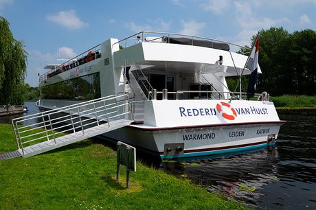 Vaartocht door het Groene Hart Stap aan boord voor een prachtige vaartocht door het Groene Hart. Vaar langs de mooie Hollandse dorpen en geniet van de prachtige uitzichten om je heen!
