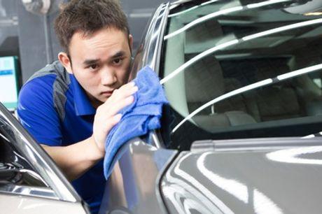 Autoaufbereitung innen und außen, optional mit Shampoonieren oder Politur bei MD Lackdoktor (bis zu 59% sparen*)