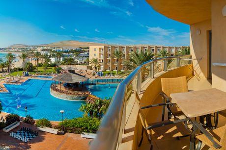 Fuerteventura med All Inclusive. Strande som i Caribien finder I på kanariske Fuerteventura, hvor der er hvide sandstrande, så langt øjet rækker. Nyd en uge på SBH Costa Calma Beach Resort med All Inclusive, Tryghedspakke, dansktalende rejseleder og fly f