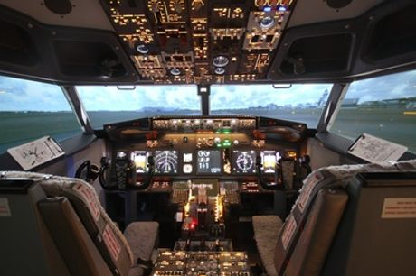 Vliegen in een Boeing 737 Flight Simulator voor 60 minuten bij Avanti Aviation Training LTD bij Schiphol