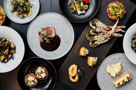 Lad dig forføre af 10 eksklusive anretninger over 4 serveringer, når Københavns nye Darling Bistro & Bar inviterer på en udsøgt smagsrejse inspireret af det nye nordiske og franske køkken. Velbekomme!