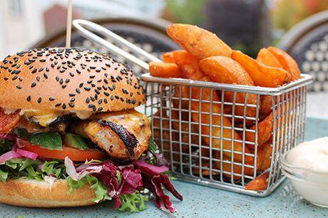 Lad dig friste af Café K's mest populære burgere i de to restauranter i Aarhus samt i Randers og Silkeborg. Der er frit valg mellem Café K Burger, Chicken Burger, Spicy Burger og Grøntsagsburger.