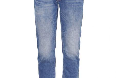 Felix Super Flex jeans, vasket lys blå. Meget lette bomuldsjeans med masser af stræk - super komfortable at have på, samtidigt med at man kan ånde i bukserne *Der kan på denne artikel godt være 2-6 hverdages levering.