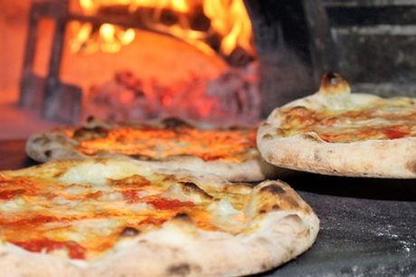 Menu pizza con bevanda e dolce per 2 o 4 persone al Da Marco Restaurant (sconto fino a 65%)