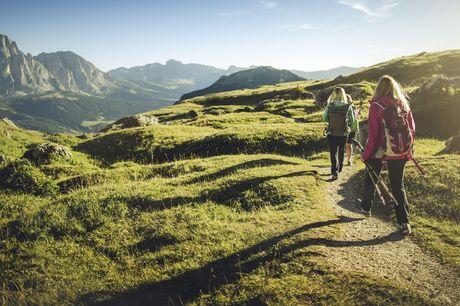 4* wellnesshotel in Tirol Wil jij er even tussenuit? Boek alvast jouw mini-break naar Oostenrijk en ontdek de prachtige Alpen, pittoreske dorpjes en kom volledig tot rust. Incl. wellness afdeling en buitenzwembad!