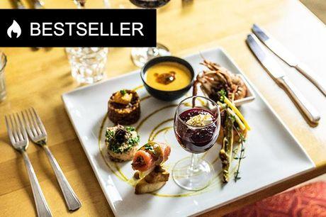 9 franske aftenanretninger I en kælder i Sankt Peders Stræde finder du Le Poêlon D'or - en lille fransk perle, der bl.a. er kendt for deres kanapébuffet. Du får 9 vel-smagende og franske retter, der kommer i 3 serveringer.