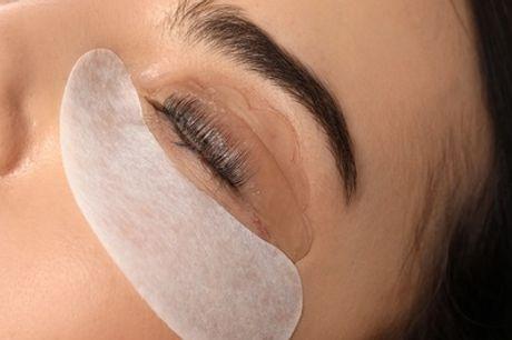 Lifting y tinte de pestañas con opción a depilación de cejas en Lovely Lashes Carranza (hasta 77% de descuento)