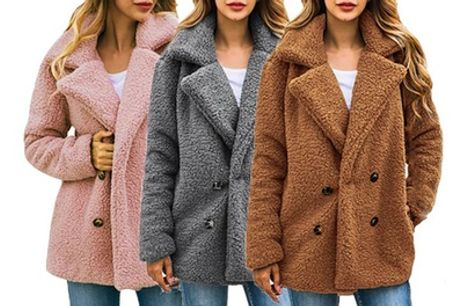 Abrigo efecto piel de oveja de gran tamaño con doble botonadura