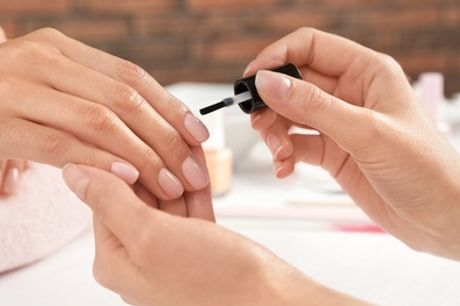Pose de vernis semi-permanent mains avec option beauté des mains ou pose de faux-ongles pour 1 à 5 Bien-Être Paris 5ᵉ