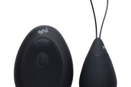 Bang! Ultra Kraftfuldt Vibrator Æg. Du får rigtig meget for pengene med dette ultra kraftfulde vibrator æg fra Bang! Det kan prale af hele 10 bemærkelsesværdigt stærke vibrationsmønstre, silkeblød silikone og en fjernbetjening til pirrende afstandslege. L