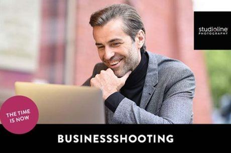 60 Min. BUSINESS-Fotoshooting-Erlebnis + Bilder & Goldcard bei studioline Photography (bis zu 71% sparen*)
