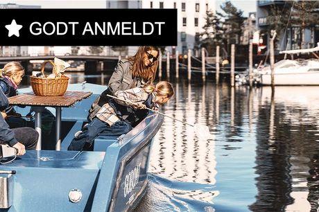 2 timers leje af båd.  København eller Odense: GoBoat Med GoBoat er I jeres egen kaptajn og bestemmer selv, hvilke seværdig-heder, I vil se. Inden sejlads bliver I instrueret i at styre båden og får gode råd om ruter og sejlregler