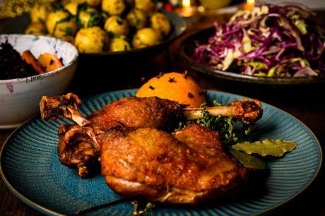 Forkæl dine gæster med en udsøgt og nordisk inspireret cateringmenu fra Madfolk. Vælg mellem 2 forskelige, der passer til enten din julefrokost eller fest.