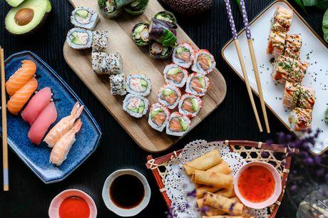 48 el. 64 stk. sushi. Populære CC Taste i Smallegade er tilbage med to nye lækre menuer!